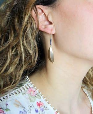 boucles d'oreilles pliage pétale saphir bleu